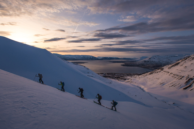 Jerry Isaak skis in Iceland with EXP students