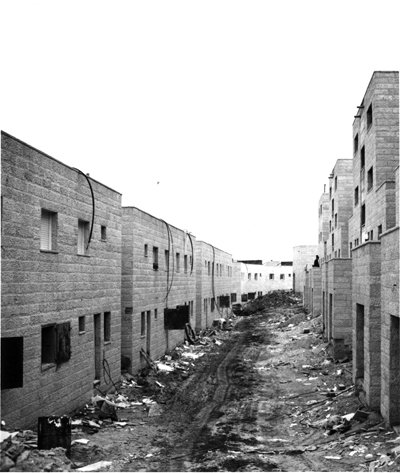 Image of an alley between rows of buildings