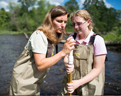 Photo of Dr. Rachel Schultz working with student