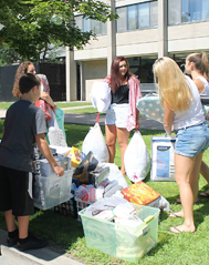 Photo of students moving in for Fall 2016 semester