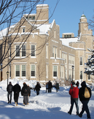 Photo of SUNY Plattsburgh students making their way to Hawkins Hall in the snow
