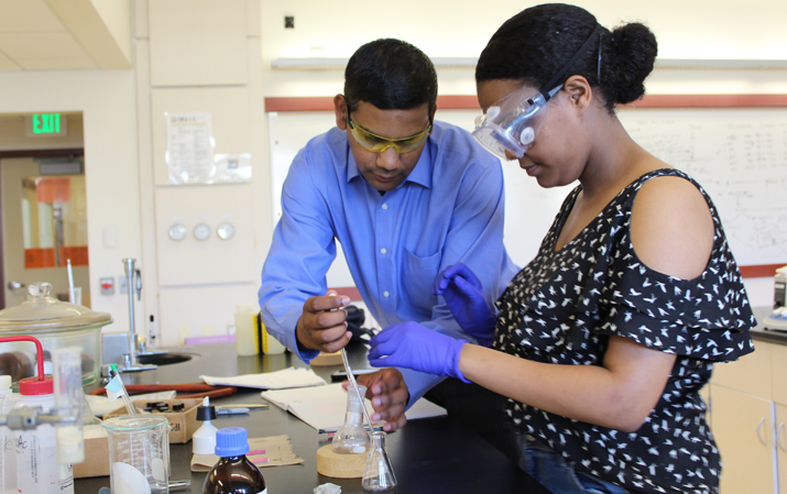 Photo of student and faculty in the lab