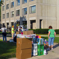 Photo of SUNY Plattsburgh students moving into dorms on campus