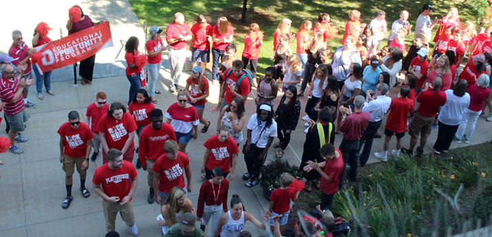 Students and family on move-in day