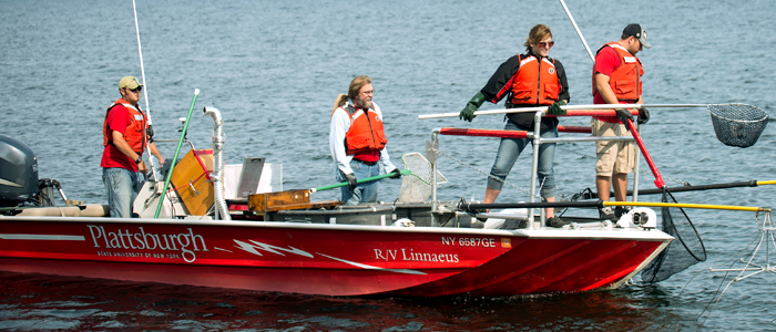 Photo of Dr. Tim Mihuc and student research crew aboard the Linnaeus