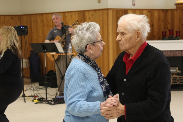 alzheimers couple dancing