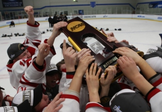 Women's Hockey Wins Seventh National Championship